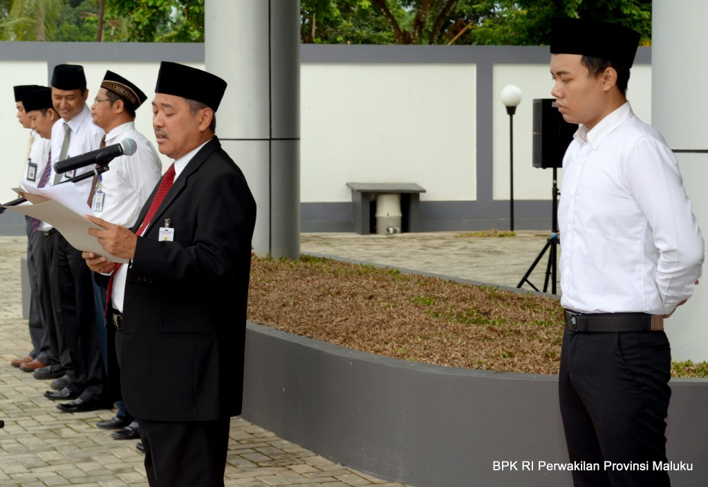 Bertindak sebagai Inspektur Upacara Drs. Darwin Wibawa, M.M dan sebagai Ajudan Saudara Gery Fajar Cahyadi