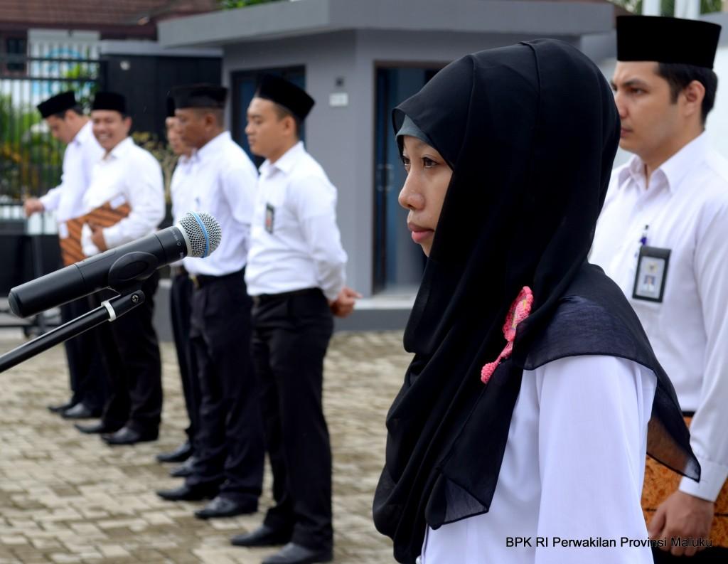 Sebagai Pembaca Susunan Acara, Saudari Dwi Lailatul Wiratih, S.Kom