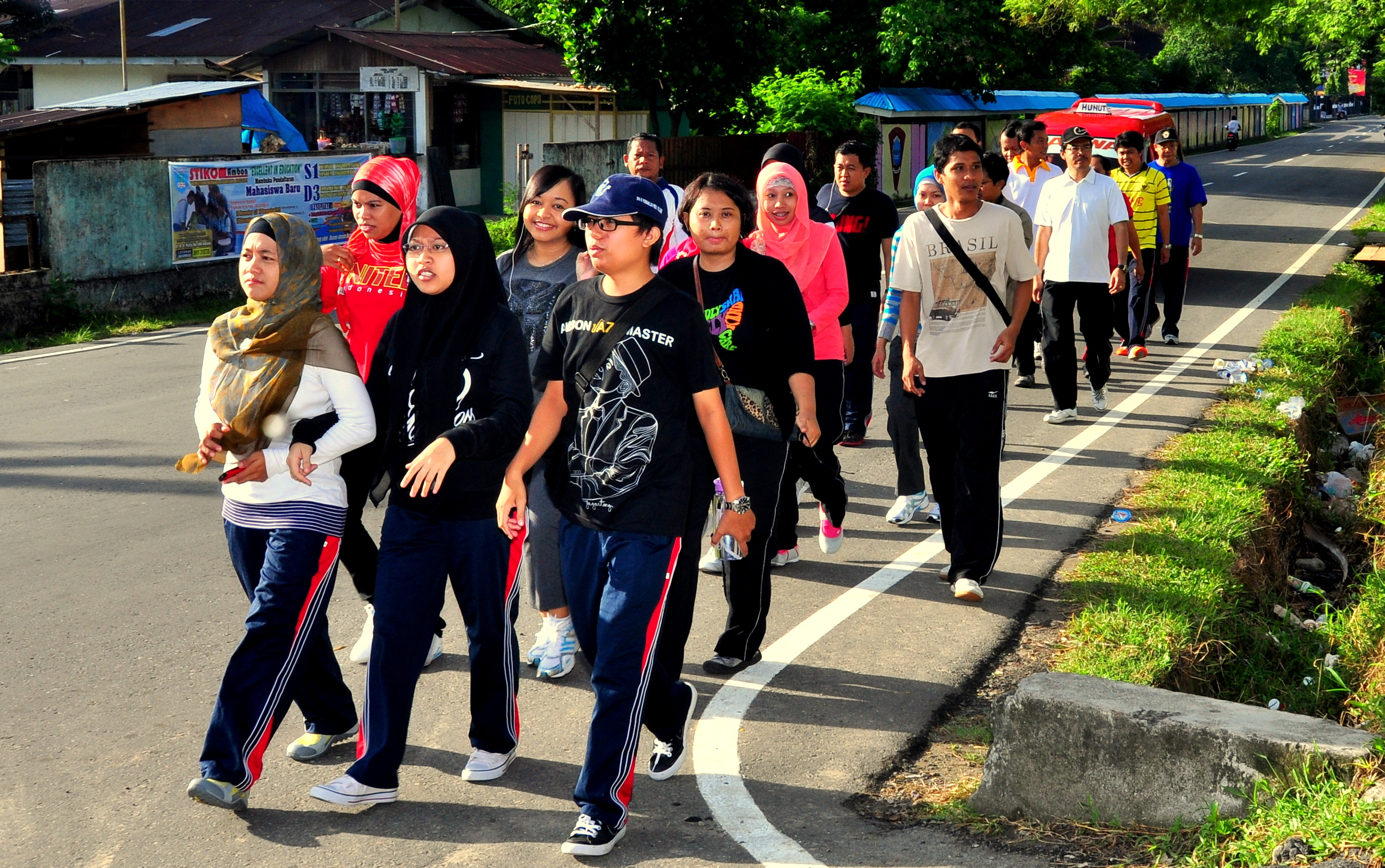 Suasana Jalan Santai Menuju Rumah Dinas Perwakilan Provinsi Maluku