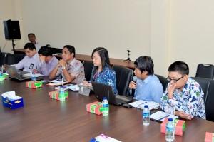 Tim dari BPK RI Provinsi Maluku, Saudara Albertus Aryo memberikan penjelasan terhadap temuan pemeriksaan, dan rekomendasi  BPK RI