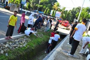 Suasana kerja bakti di BPK RI Perwakilan Provinsi Maluku