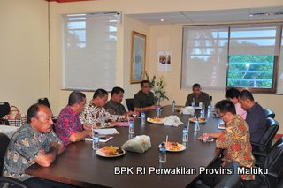 Suasana Penyerahan Laporan Hasil Pemeriksaan Atas Laporan Keuangan PemKab Maluku Tengah TA.2012