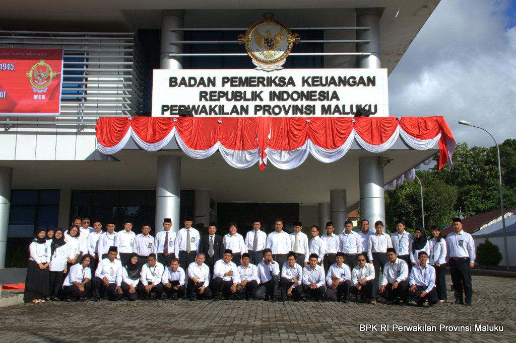 Foto bersama Pegawai BPK RI Perwakilan Provinsi Maluku dalam Acara Halal Bihalal Idul Fitri 1434 H