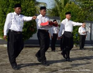Sebagai Petugas Pengibar Bendera Merah Putih (dari kiri ke kanan), Bapak La Zari, Lucas Hattu dan Toto Subekti