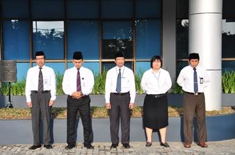 Para Pejabat Struktural Perwakilan Provinsi Maluku Mengikuti Upacara Pengibaran Bendera