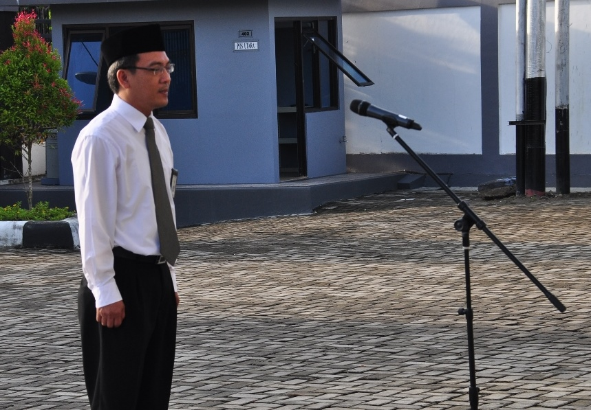 Bertindak Sebagai Komandan Upacara Bapak Achmad Sobih Inajatullah