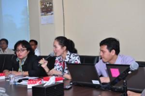 Kepala Seksi Analisis Hukum Keuangan Daerah Ditama Binbangkum Memberikan Pemaparan Dalam Acara FGD