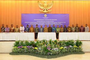 Foto Bersama Kepala Daerah se-Provinsi Maluku
