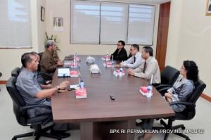 Suasana Penyerahan Laporan Hasil Pemeriksaan atas Laporan Keuangan Pemerintah Daerah Kabupaten Maluku Tenggara Barat Tahun Anggaran 2013.