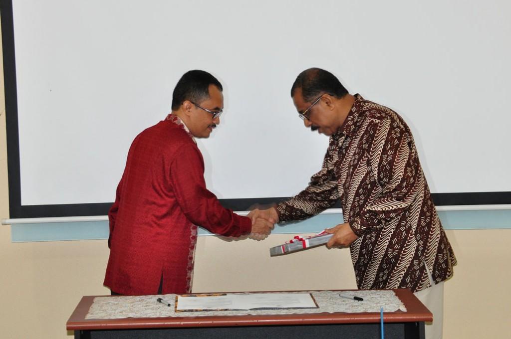 Penyerahan LHP atas LKPD Kota Ambon Tahun Anggaran 2013 Kepada Walikota Ambon
