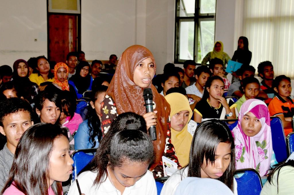 Tanya dan jawab dan antusiasme mahasiswa mahasiswi Universitas Pattimura mengajukan pertanyaan, saran dan kritik terkait tugas, fungsi dan wewenang BPK RI