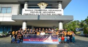 Foto Bersama Seluruh Pegawai dan Keluarga Pegawai pada Acara Jalan Sehat Family Gathering HUT BPK ke-69