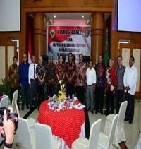 Foto bersama Anggota BPK RI, Anggota DPR RI, Kepala Perwakilan, Gubernur, Rektor Universitas Pattimura, Bupati dan Walikota se-Provinsi Maluku