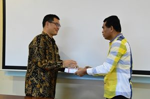 Kasubaud Maluku II Menyerahkan LHP BPK Kepada Wakil Ketua DPRD Maluku Tenggara Barat